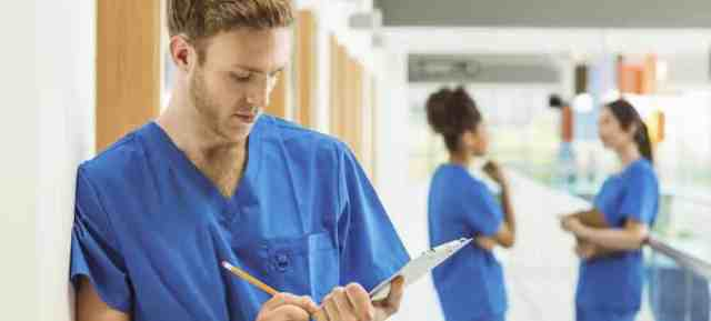 Un-étudiant-réussit-sa-première-année-en-médecine-avec-un-bac-professionnel-bi