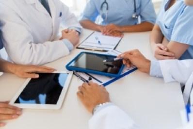 fotolia_rcp_tablette_reunion_medecins_equipe_medicale
