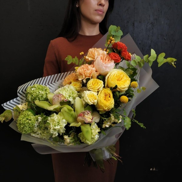 The composition is created with of mix of premium Roses, cut stems of Orchid, Dianthus and Viburnum, Matthiola and Craspedia. Enjoy this fresh beauty!