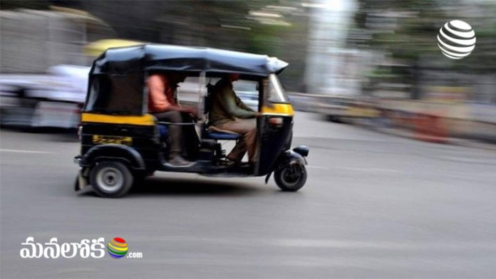 pune auto rikshaw driver returned bag contains cash and jewelry worth rs 7 lakhs