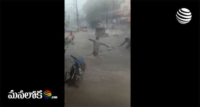 Vehicles washed away by heavy rains in Hyderabad Viral video