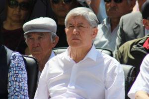 Алмазбека Атамбаева доставили в суд по делу Батукаева. Пока никто не знает был ли принудительный привод?