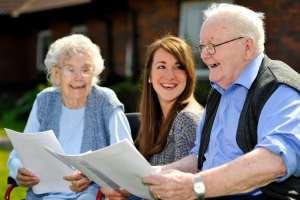 Надо ли ухаживать за престарелыми родственниками: соцопрос