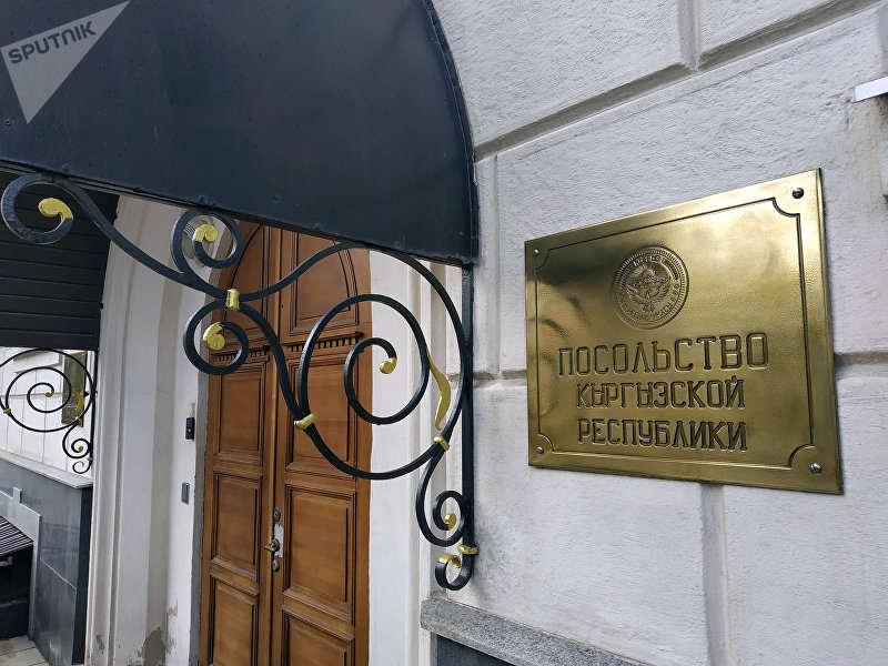 Застрявшие в Новосибирске кыргызстанцы обвиняют дипломатов