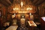 Interiorul bisericutei de lemn