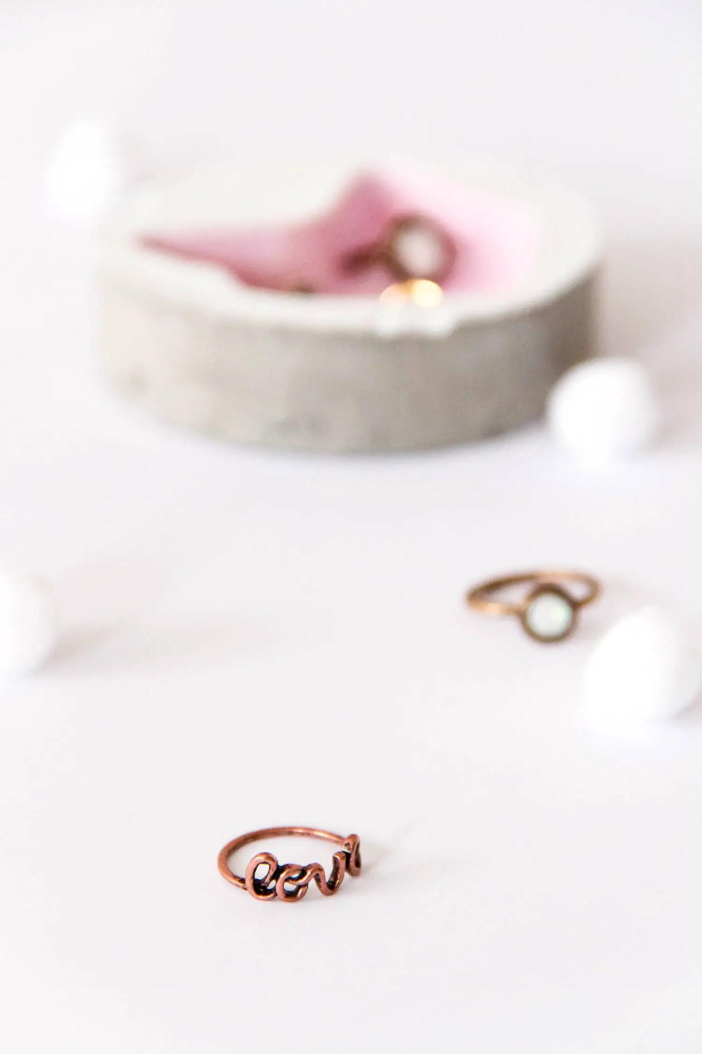 DIY coupelle à bijoux en béton