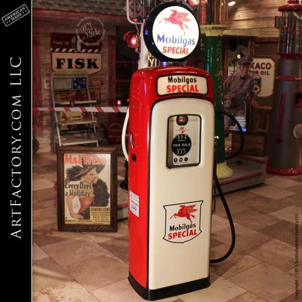 Wayne Vintage Gas Pump: Model M&S 80 With Mobilgas Special Theme