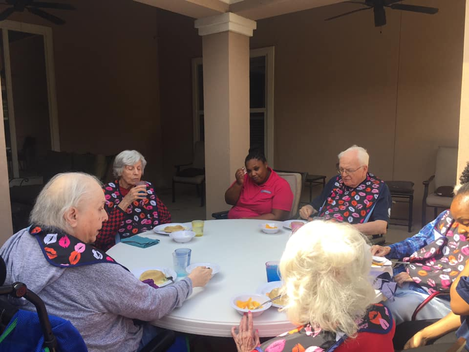 in-home-care-dallas-texas-elderly-people-meeting