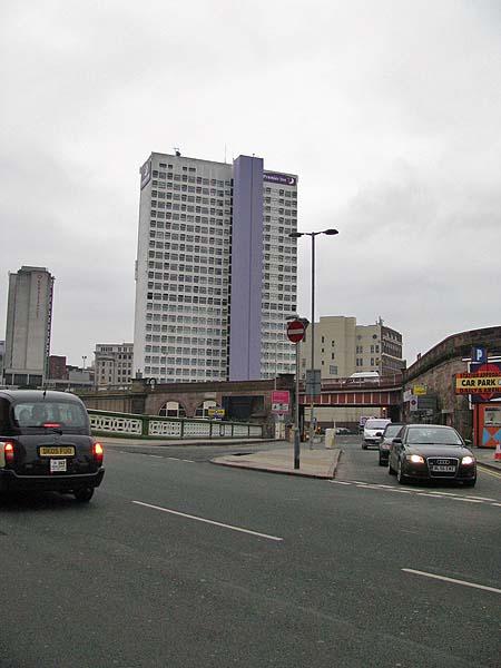 Premier Inn Victoria Bridge Road