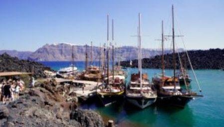 Tour Boats for Nea Kameni