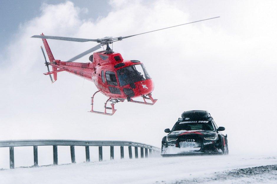 Audi RS6 Avant DTM Jon Olsson Helikopter Schnee Räumfahrzeug Berg