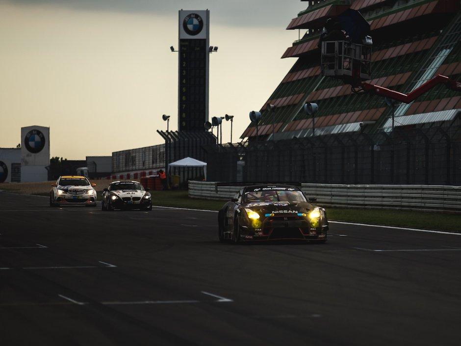 Nissan-GT-R-GT3-Sonnenuntergang