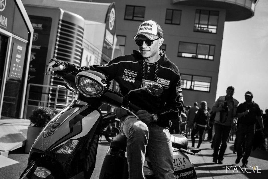 Stefan-Bradl-Photo-Shooting-Athina-Forward-Racing