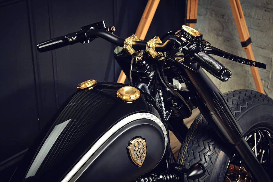 harley-softail-slim-crowned-stallion-rough-crafts-steering
