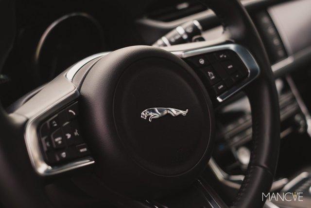 jaguar-xf-mj-2015-innenraum