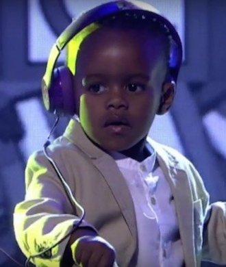 DJ Arch Jnr South Africa Got Talent Musik TV Show Kind Anzug Kinderanzug Hemd Blazer Jacket Headphone Kopfhörer Turntables DJying