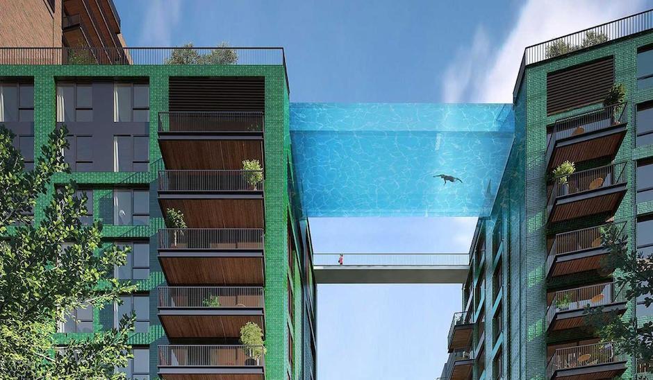 In Nine Elms wird ein Pool zwischen zwei Häuserdächern realisiert mit freiem Blick auf die Skyline Londons