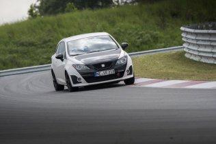 Rennstrecke Bilster Berg Seat Ibiza 6J Cupra weiß schwarz Curb