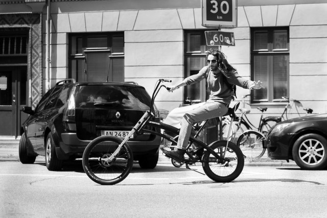 Cruiser Bike Hipster Norrebro Cafe Straße BW Black White schwarz weiß lange haare stil cool grüßen