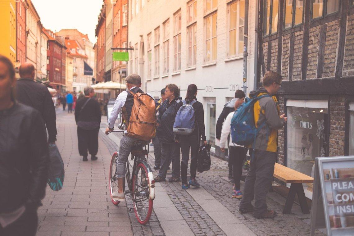 Hipster Fahrrad Einkaufsstraße Stroget Kopenhagen Dänemark Menschen Sonnenuntergang Shopping Still Life Atmosphäre