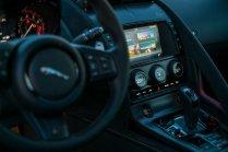 Jaguar F-TYPE SVR Cockpit Interieur Innenraum Interior Mittelkonsole Carbon Karbon Armaturen Drehschalter Klimaautomatik Touchscreen Navi Multimedia Lenkrad