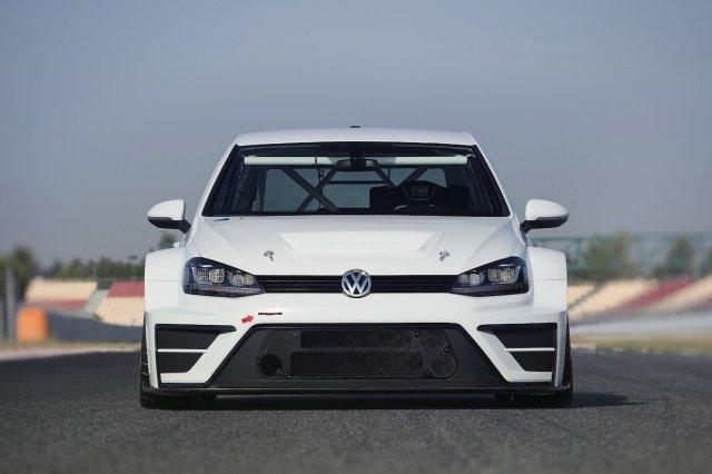 Volkswagen Golf TCR Front Aerodynamik weiß Rennstrecke Käfig