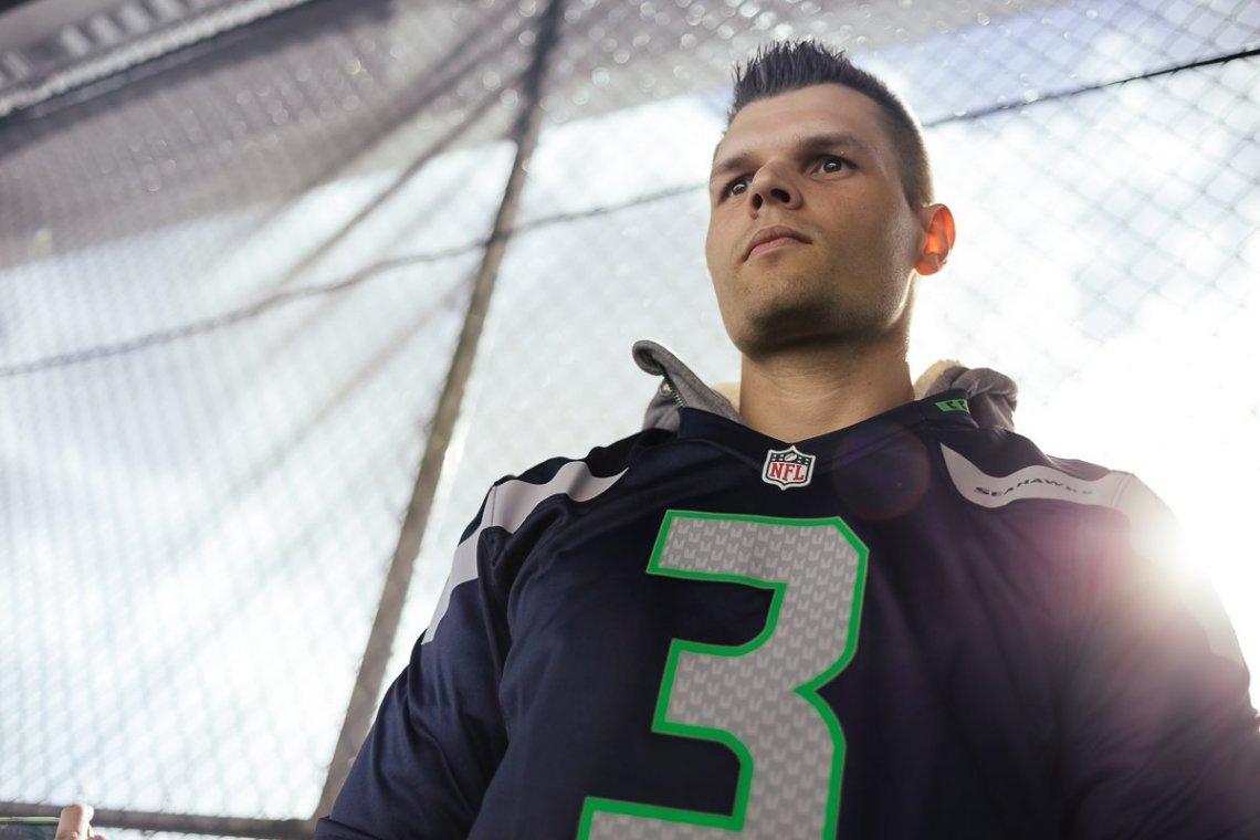 NFL Seattle Seahawks Atlanta Falcons Stefan MANCVE Wilson Trikot 3 Fan Centurylink Field Stadium NFL Sonne Flare Zaun Absperrung Rang 326
