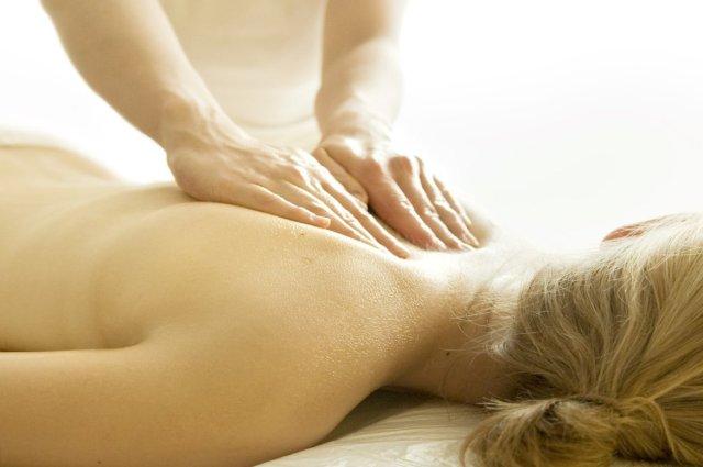 Bio Seehotel Zeulenroda Rückenmassage Panorama Spa Hände Schultern Entspannen Relaxen