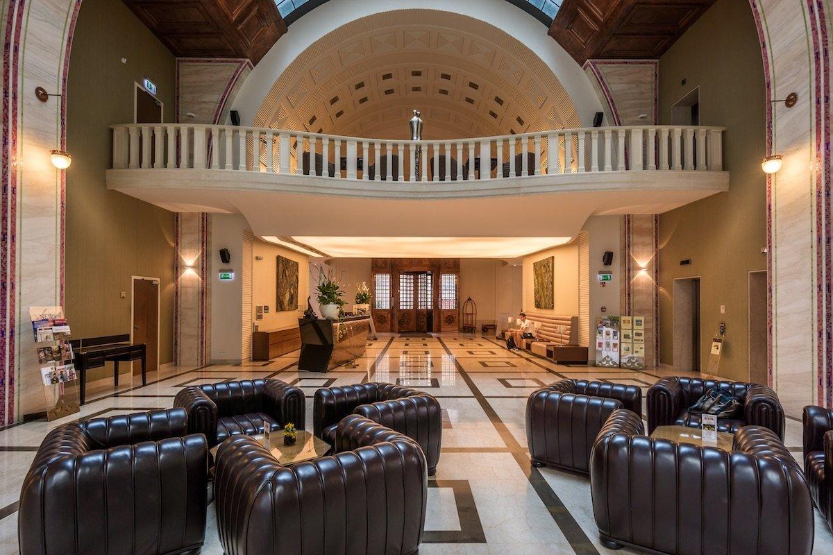 Continental Hotel Budapest Lobby Eingangsbereich Decken