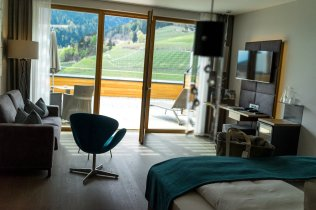 Alpiana Resort Wellness Hotel Lana Merna Südtirol Junior Suite Zimmer Interieur Einrichtung Balkon