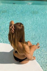 i-SUITE Hotel Rimini 5 Sterne Designhotel Adria Promenade Meerblick Pool Diana Haare Bikini Wasser Sonnen