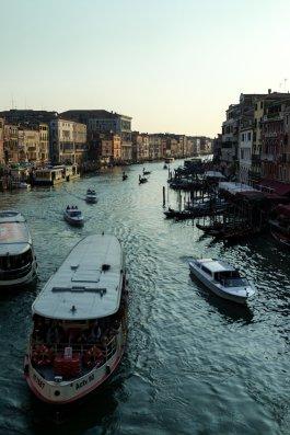 Venedig Venezia Venice Italien Romantik Romance Romantisch Urlaub Lifestyle Canal Grande Rialtibrücke Busboot Sonnenuntergang