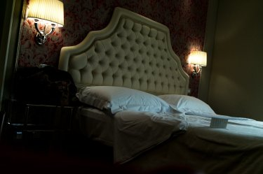 Venedig Venezia Venice Italien Romantik Romance Romantisch Urlaub Lifestyle Santa Chiara Deluxe Zimmer Bett Lampen Kopfkissen