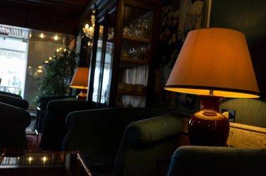 Venedig Venezia Venice Italien Romantik Romance Romantisch Urlaub Lifestyle Santa Chiara Venezianischer Stil Vintage Lampe Sessel Vitrine