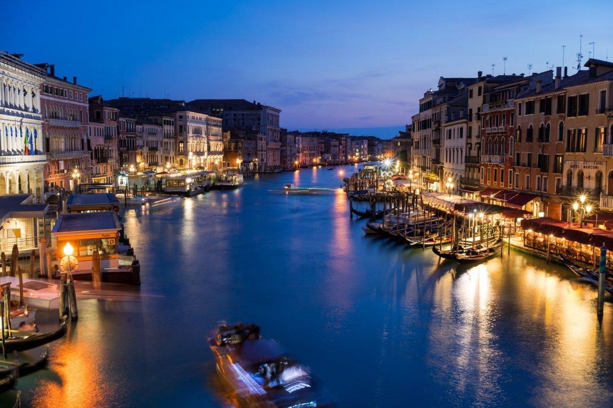 Venedig Venezia Venice Italien Romantik Romance Romantisch Urlaub Lifestyle Rialtobridge Rialtobrücke Rialto Canal Grande Nacht Langzeitaufnahme Night Bewegungsunschärfe Motion