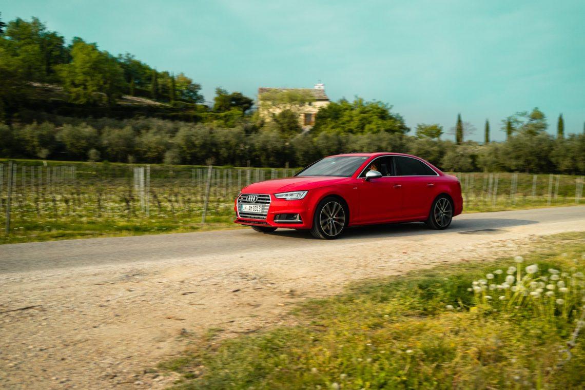 Audi S4 Limousine misanorot Motion Fahraufnahme Italien Landstraße
