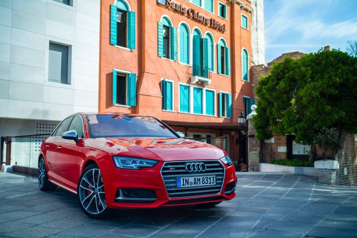 Audi S4 Limousine Sedan Santa Chiara Hotel Venedig Parkplatz