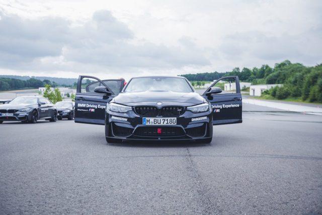 BMW M Intensive Training Bilster Berg BMW M3 Front Grill Carbon Splitter Türen offen schwarz