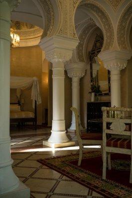 Es Saadi Palace Garden Resorts 1001 Nights Villa Säulen Bed Stühle Tisch Leonardo Di Caprio Marrakesch