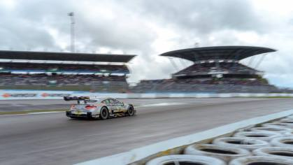 Maro Engel Mercdes-AMG C63 Silberpfeil Energydrink Nürburgring Mercedes-Tribüne