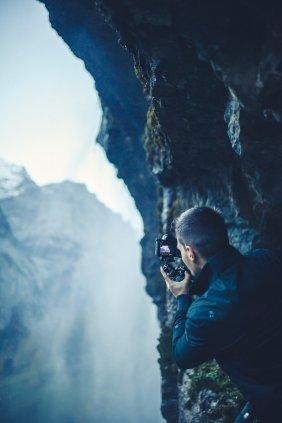 Stefan filmt Wasserfall in Lauterbrunnen