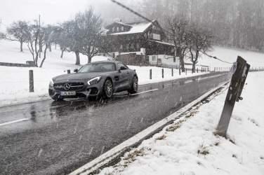Schnee Nasse Strasse Haus Berge