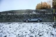 Schnee Mauer Bäume Blauer Himmel Sportwagen Landschaft