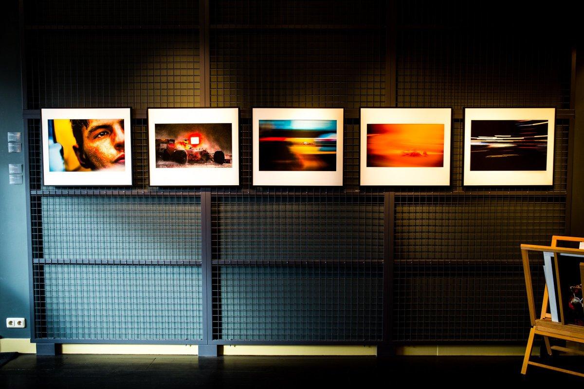 Vladimir Rys Formula One Photo Exhibition Wand Stahl Gitter Galerie