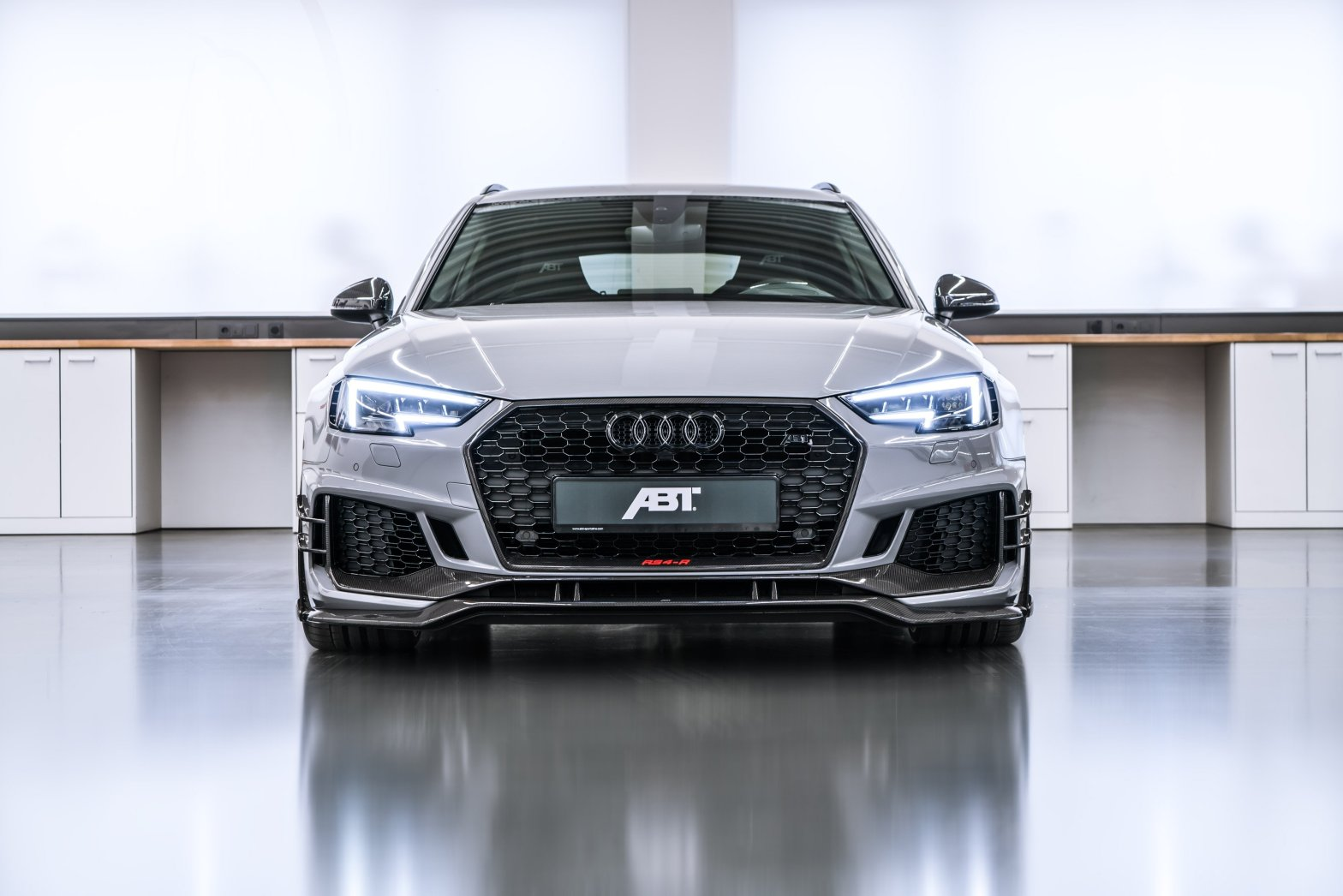 ABT RS4-R Audi RS4 Avant Front Scheinwerfer Kühlergrill silber