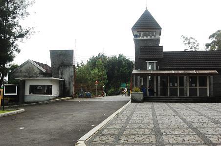 pintu gerbang kebun raya cibodas