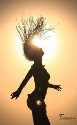 бали женщина танец