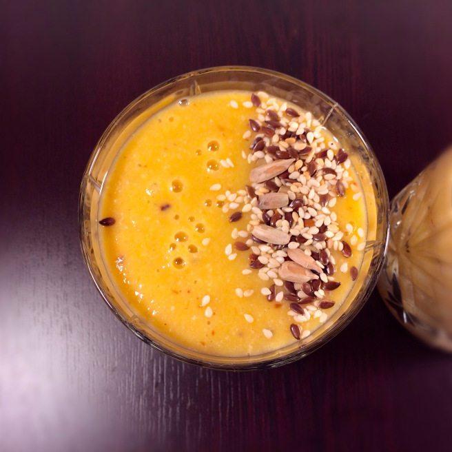 Smoothie me portokalle dhe mango