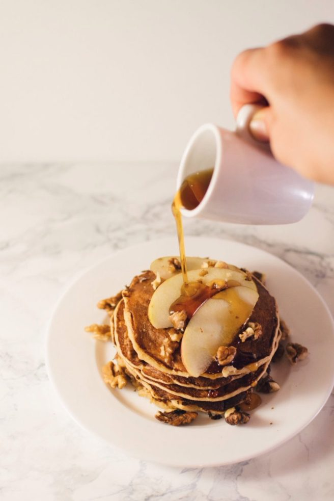 Apple and oatmeal pancakes