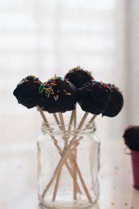 Dark chocolate cake pops